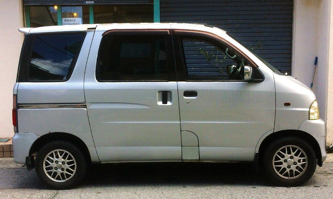 那霸租車:Flip Flop Rental Car-Daihatu atore 四人座輕型車