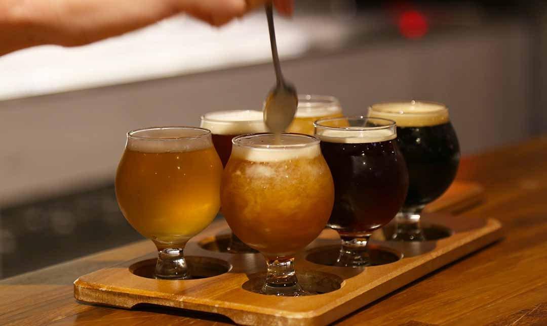 掌門精釀啤酒  台中勤美店-打破天黑喝酒偏見 | 啤酒拼盤 6 小杯