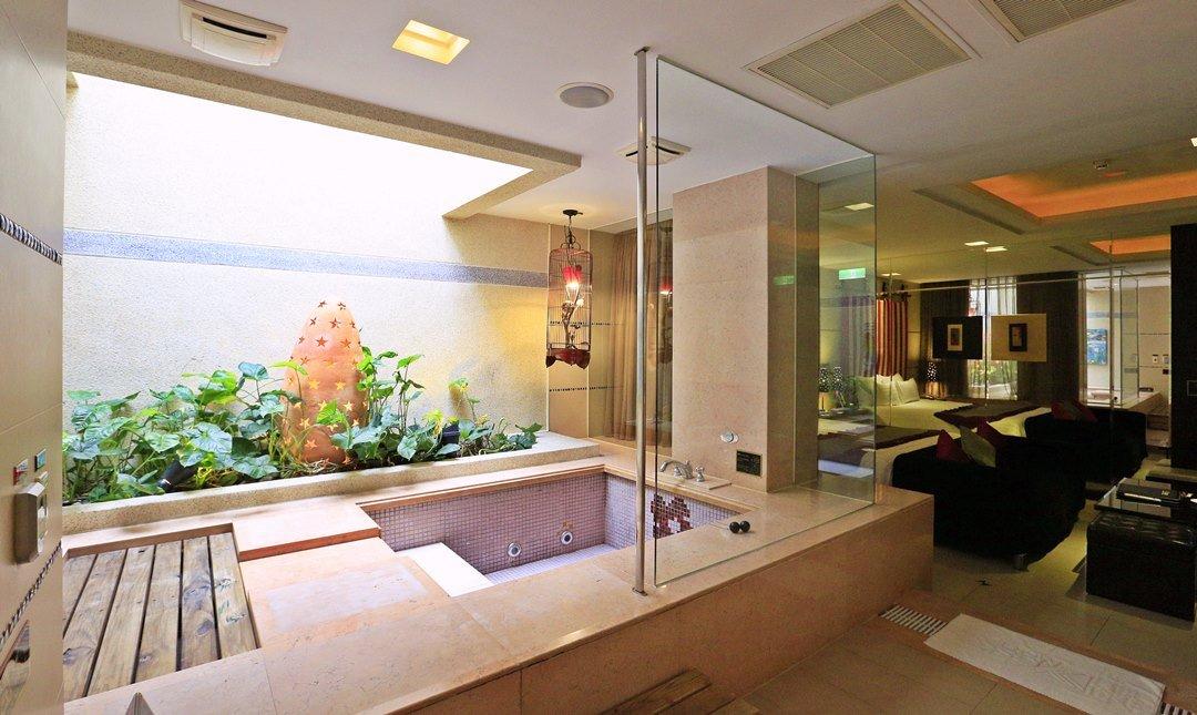 悅池精品旅館-經典豪華房|自然綠光浴室