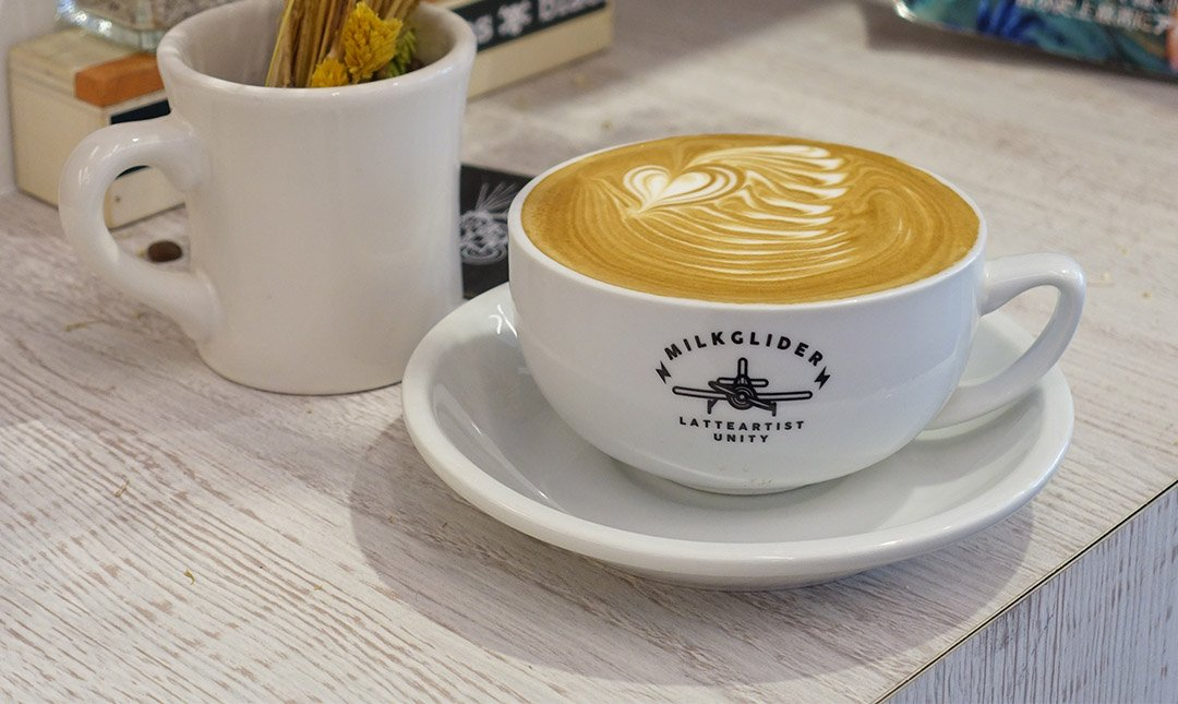 Milkglider 職人咖啡 x 拉花冠軍-美到讓人驚艷,拉花冠軍:拿鐵(小杯)