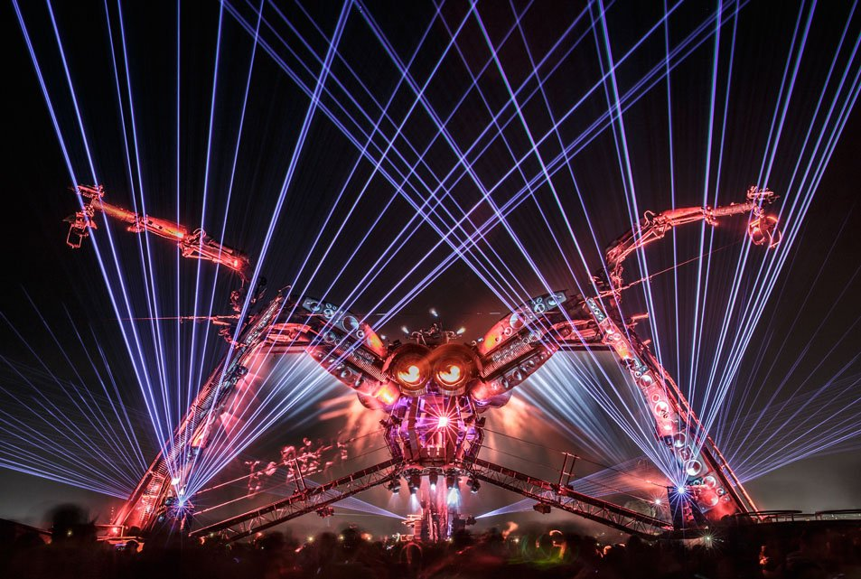 //cdn.funnow.com.tw/images/oblog/006-Arcadia-Spider-Ben_Daure_Arcadia_Glastonbury_2015_Unmarked_Selects-44_9a03b7.jpg