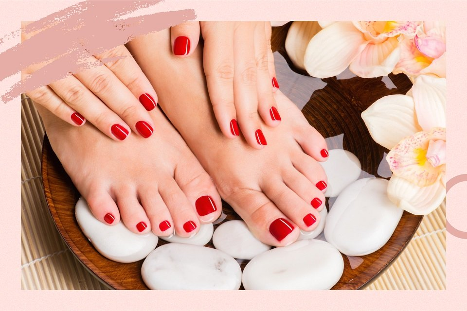 //cdn.funnow.com.tw/images/oblog/Classic or Gel Blog_Visual 2 - manicure-pedicure_957d8b.jpg